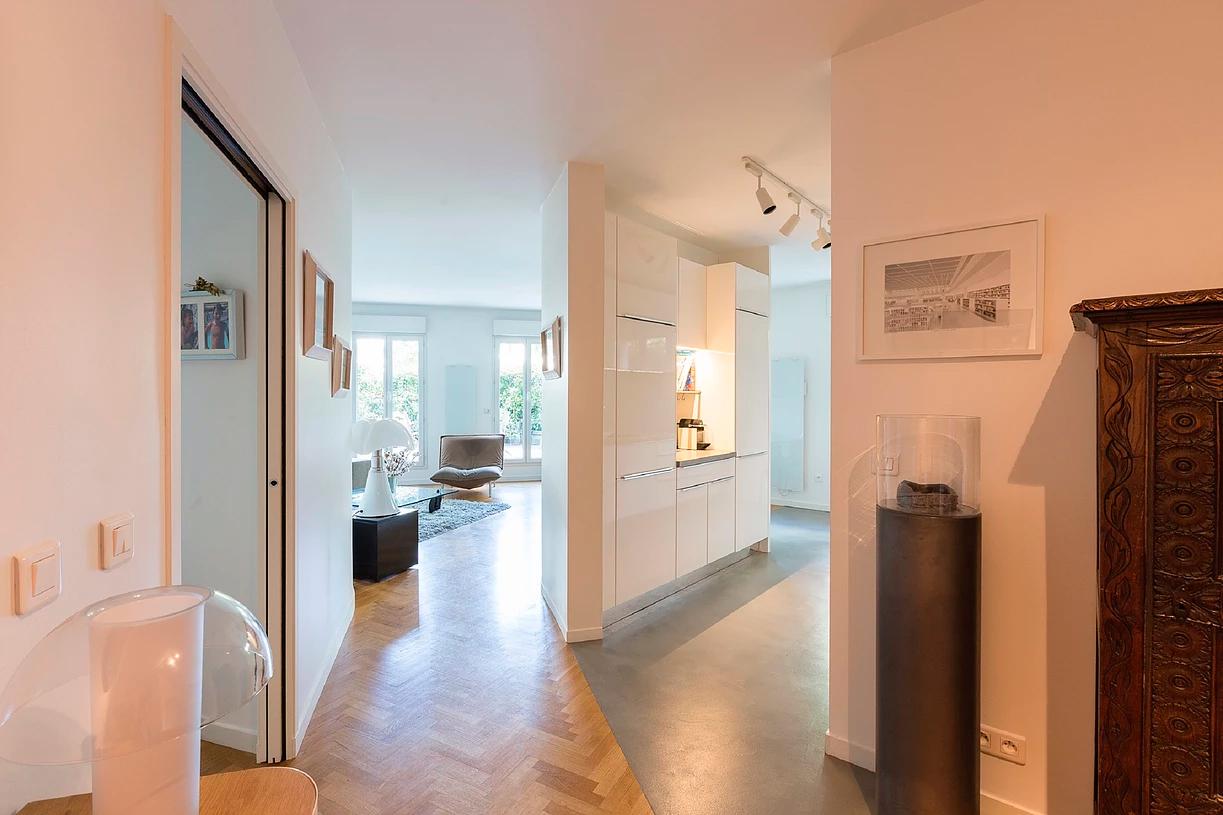 issy les moulineaux. Black Bedroom Furniture Sets. Home Design Ideas